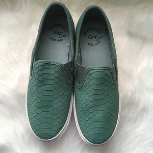 Gap Snake Texture Slip On Sneaker